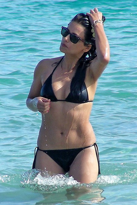 [gallery_main-0712_monica_cruz_bikini_13.jpg]