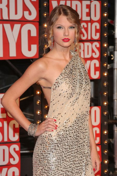 [gallery_main-0914_taylor_swift_vmas_05.jpg]