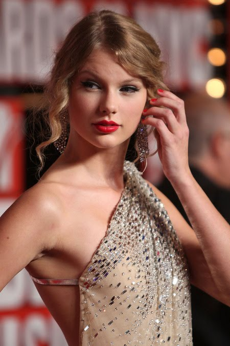 [gallery_main-0914_taylor_swift_vmas_02.jpg]