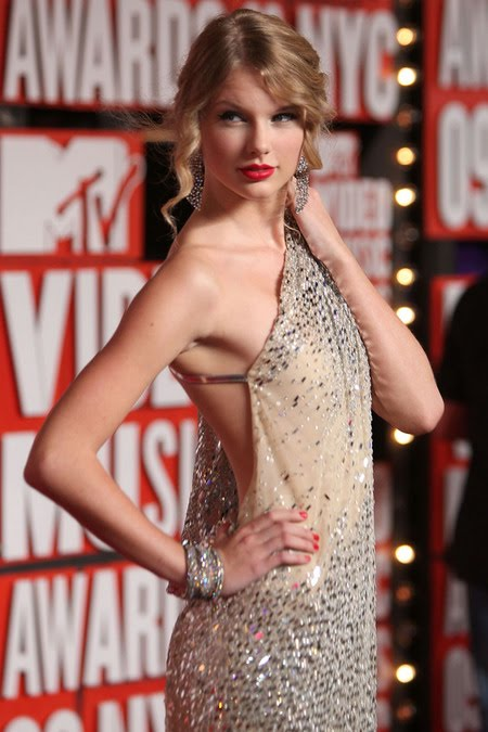 [gallery_main-0914_taylor_swift_vmas_03.jpg]