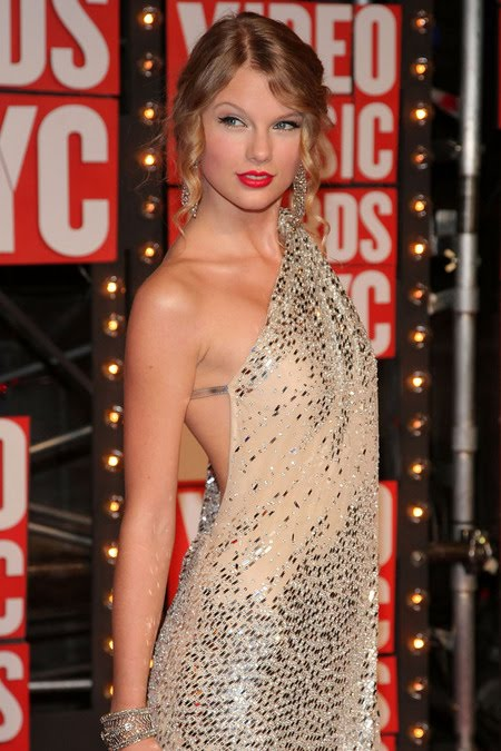[gallery_main-0914_taylor_swift_vmas_04.jpg]