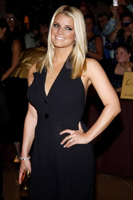[gallery_main-1004_jessica_simpson_smile_02.jpg]