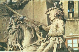 Escultura Plaza Virgen Blanca (detalle)
