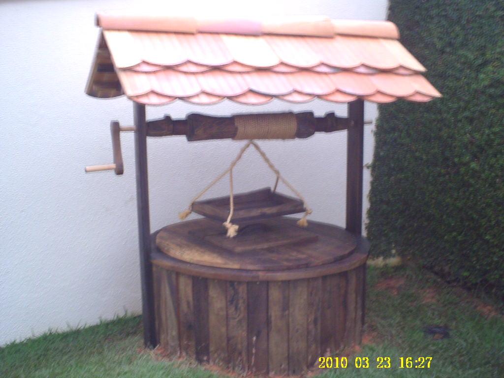 decoracao de jardim em madeira:BOUTIQUE DA MADEIRA: Poço de Madeira de Demolição