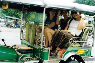 Tuk Tuk en Bangkok. Marita, Malú & yo