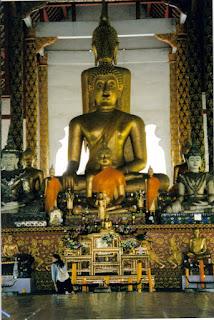 Altar. Templo Wat Chiang Mun, Chiang Mai