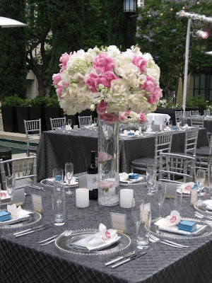Wedding centerpieces consisting of basic white flowers are classic