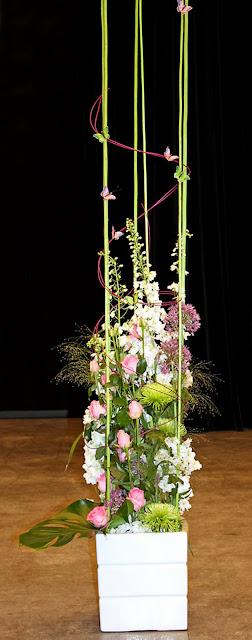 delphinium, alliumbollar, kvistros, fontängräs, jutepinnar, Aula Nordica
