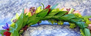 hårkrans med ruskusblad