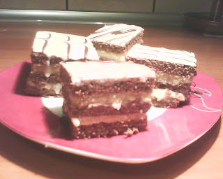 Articole culinare : Prajitura cu crema de vanilie si nuca de cocos