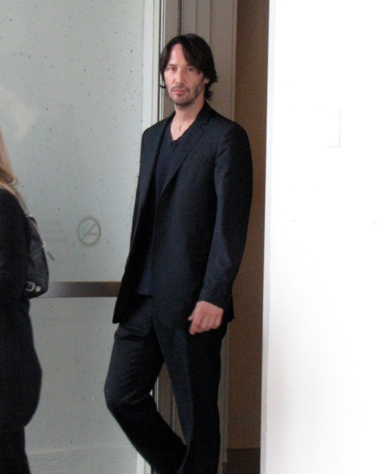 http://4.bp.blogspot.com/_5_7myy6XZuw/TJBpgOOZO6I/AAAAAAAAEbg/ZRL0Mtal3bI/s1600/Keanu+Reeves+at+Henry%27s+Crime+Press+Conference.jpg