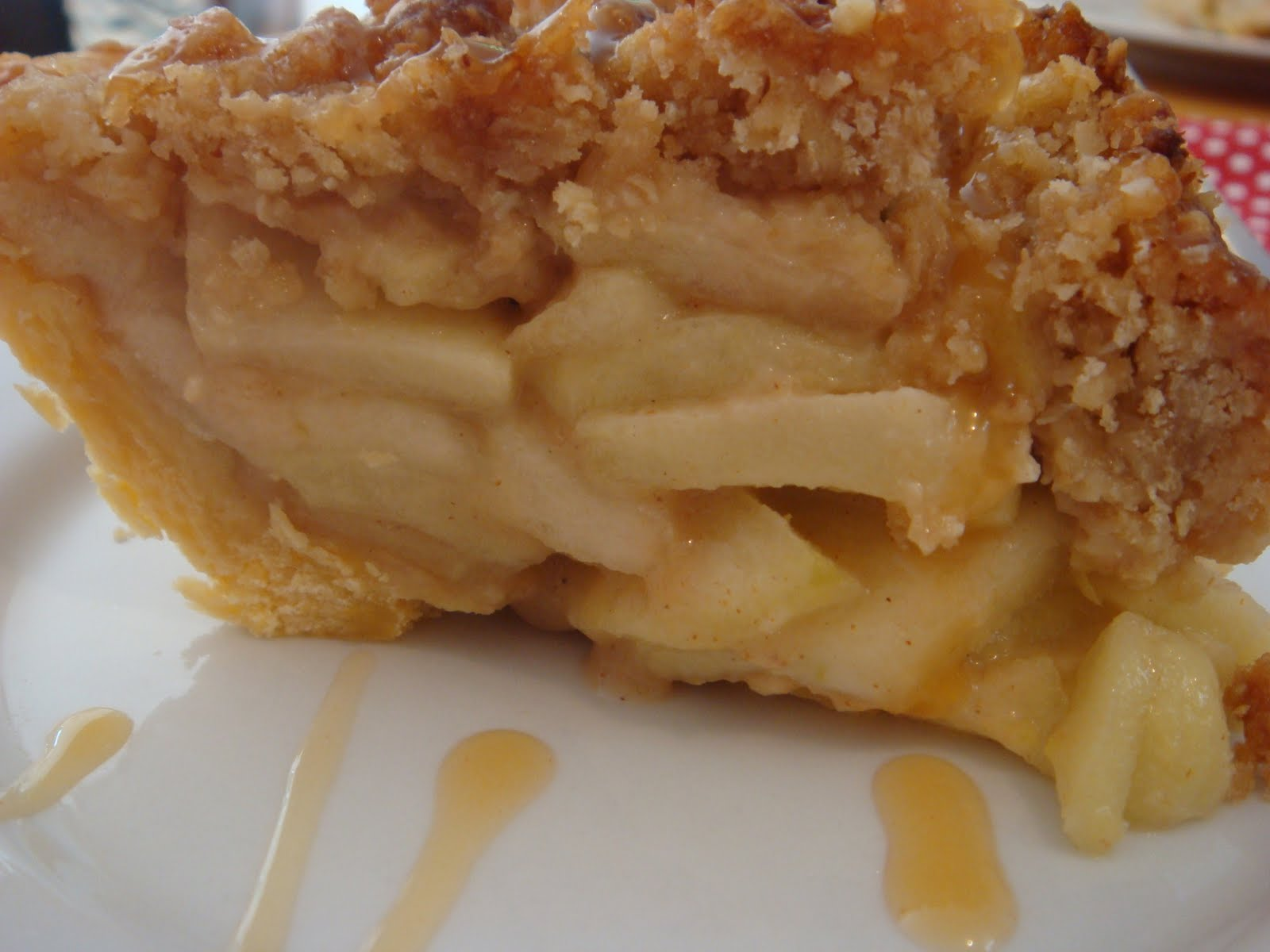 butter hearts sugar: Caramel Apple Crumble Pie!!!!
