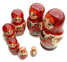 Matryoshkas: trabalhos feitos com as encantadoras bonequinhas russas e sua história ao lado.