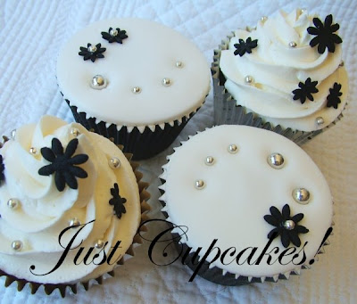 Wedding Cupcakes Black and white chocolate fudge cupcakes