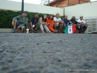 Aventureros esperando la grúa