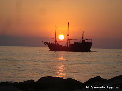 Atardecer en Vallarta - Barco de Piratas del Caribe