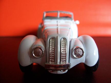 BMW 328- Año 1936 (auto a escala, de frente)- JE Rodríguez