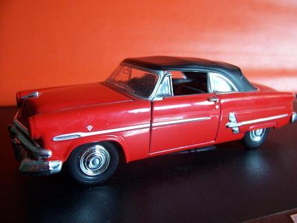 Ford Crestline Sunliner- Año 1952 (auto a escala, de costado)- J.E. Rodríguez