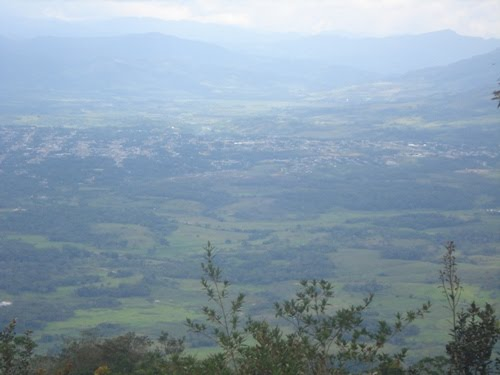 moyobamba fotografiada desde la cima del morro de calzada