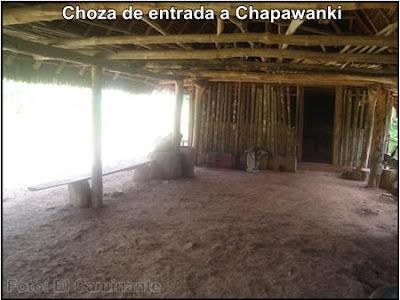 interior de la choza de entrada a la cascada de chapawanki (lamas, peru)