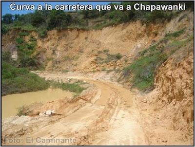 curva a la carretera que va a la cascada de chapawanki (lamas, peru)