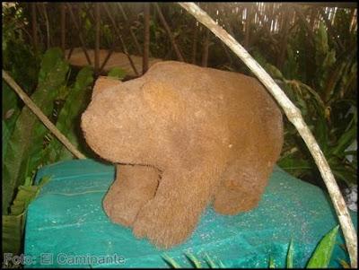 tallado con forma de oso en el xiv festival de la orquidea 2009, moyobamba