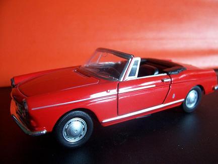 Peugeot 404 Cabriolet- Año 1962 (auto a escala, de costado)- J.E. Rodríguez