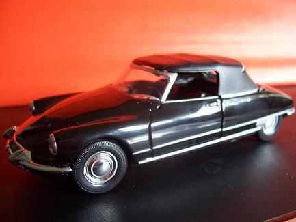 Citroen DS 19 Cabriolet- Año 1963 (auto a escala, de costado)- J.E. Rodríguez