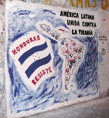 http://4.bp.blogspot.com/_5iFQW0E4I8Y/Snj45p2Tb-I/AAAAAAAAAJQ/6R93FPxDpfg/s400/mural+honduras+resiste.jpg