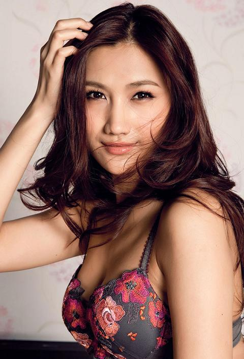 Su Su (苏素) is a sexy Chinese model . She has appeared in many