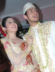 Foto Pernikahan Risty Tagor - Rifky Balweel 1