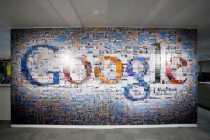 Logo de Google hecho con 884 fotos de 4x6 de tamaño