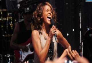 Whitney Houston volvió a cantar en público después de varios años en<br />el programa de televisión