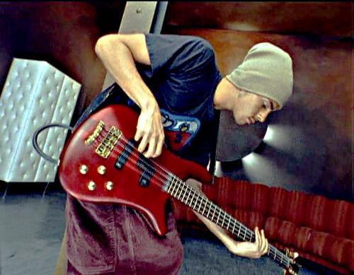 Sobre estilo visual de baixistas... Stuart%2BZender%2Bstuartzender