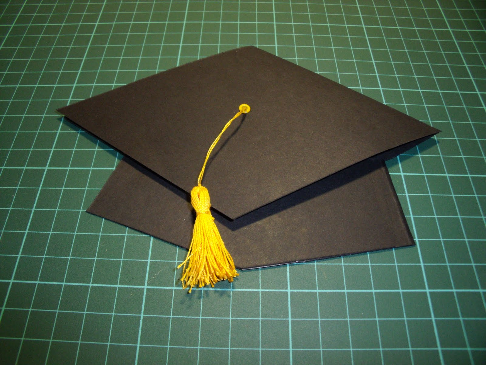 Tarjeta con gorro de graduación