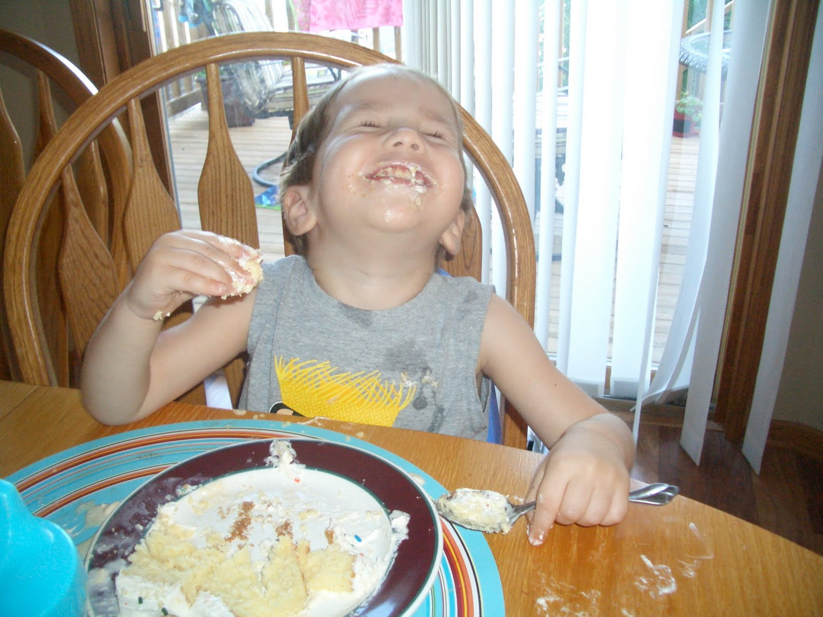 http://4.bp.blogspot.com/_5pgzEVd3RwI/THGfbyw9piI/AAAAAAAAAzs/yhwcoufphNU/s1600/Sam+laughing+cake.JPG#laughing%20cake