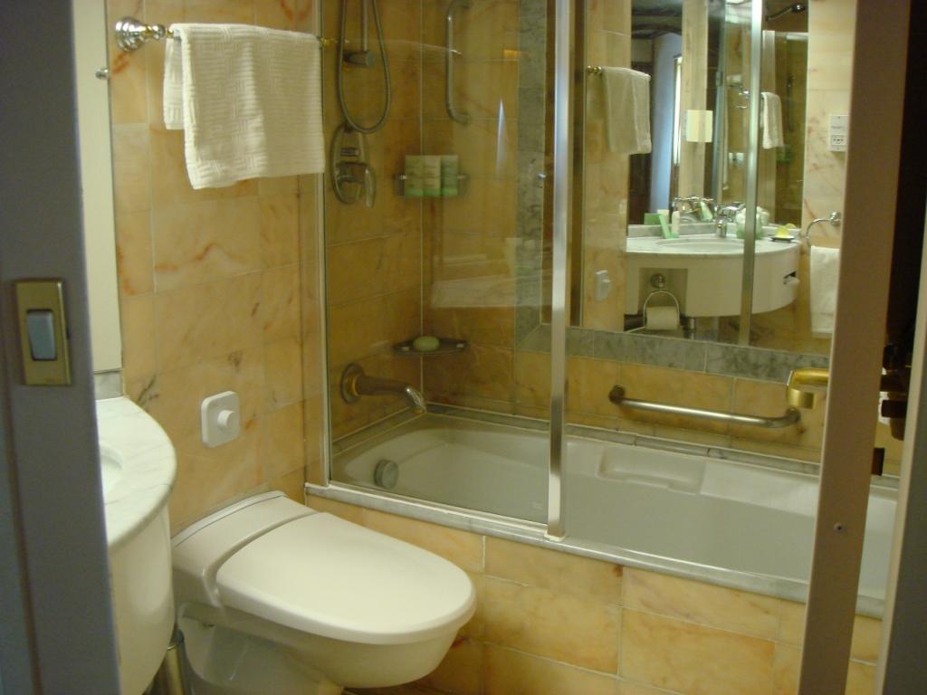 um banheiro com banheira #5F4B19 1024x768 Banheiro Com Banheira E Closet