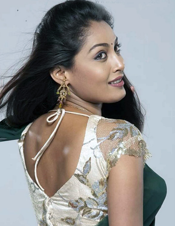 Sniktha  - tamil actress Sniktha hot Stills