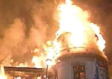 """La casa """"embrujada"""" en llamas"""