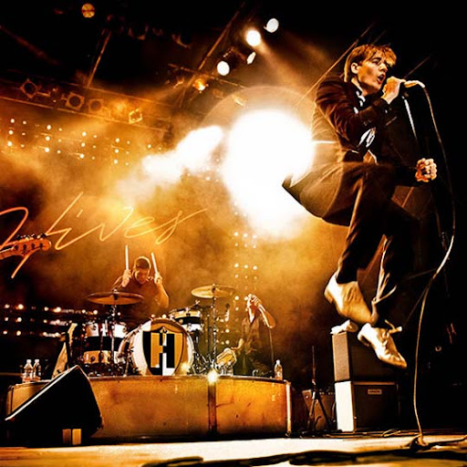 hives+%40+spaziale 44 Impressive Examples of Concert Photography | Inspiration