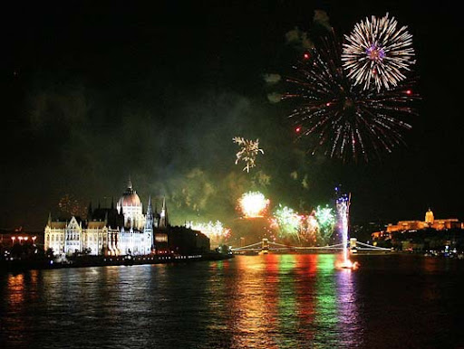 Firework+in+Budapest 60+ Jaw Dropping Examples of Fireworks Photography