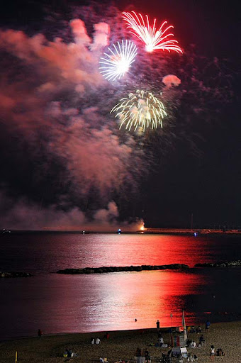 buon+ferragosto+a+tutti 60+ Jaw Dropping Examples of Fireworks Photography