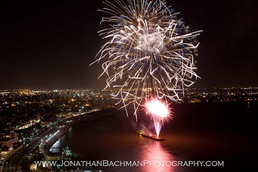 New+Orleans+LA+Fourth+of+July+fireworks+along+the+Mississippi+River 60+ Jaw Dropping Examples of Fireworks Photography
