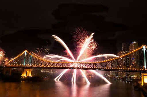 riverfire7 60+ Jaw Dropping Examples of Fireworks Photography