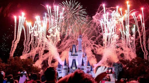 Disney+Fireworks+Dark 60+ Jaw Dropping Examples of Fireworks Photography