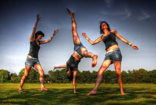 Cartwheel+sequence 40 Stunning Sequence Photography Examples