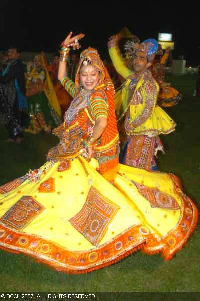 Navrang - Hemant Chauhan (Non-Stop Gujarati Garba){vishal}