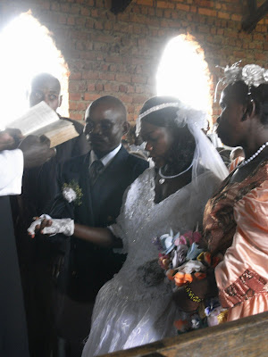 Sarah og marie i bwindi, uganda