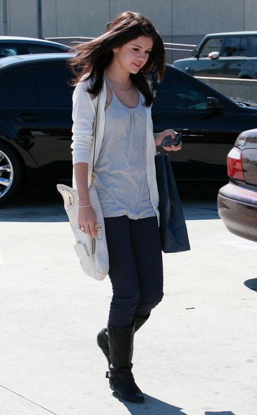 selena gomez fashion and style. selena gomez casual fashion.