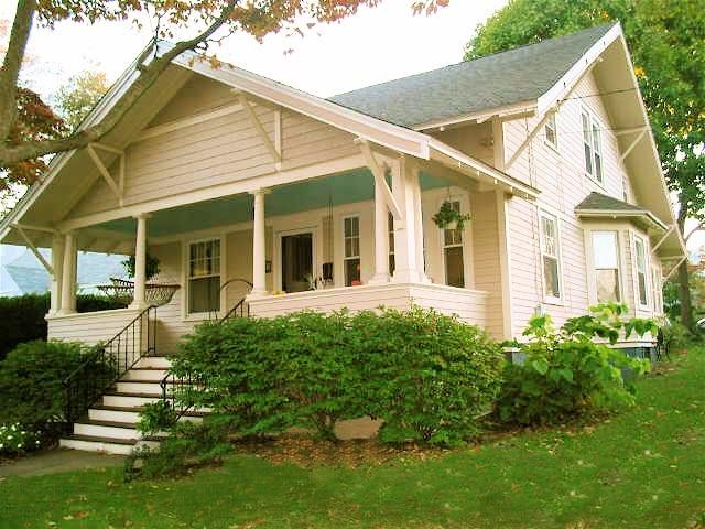 Historical Home Charming Bungalow In Black Rock Neighborhood